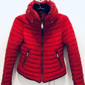 Short red fitted puffer with elegant high collar